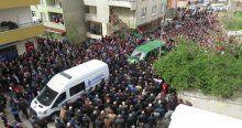 Beratcan'ı evinin önünden yüzlerce kişi uğurladı