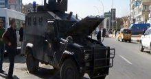 Diyarbakır'da zırhlı polis aracı devrildi, 3 yaralı