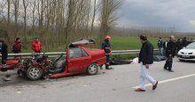 Sakarya'da otomobil TIR'a çarptı, 4 ölü, 1 yaralı