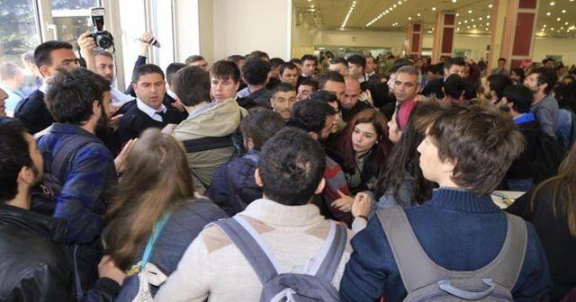 Anadolu Üniversitesi'nde 'afiş' arbedesi