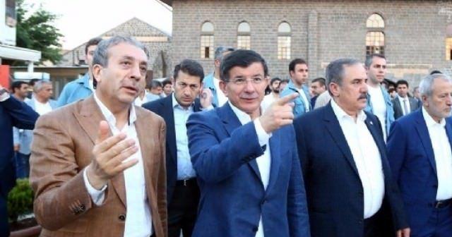 Başbakan Davutoğlu Diyarbakır'a geldi