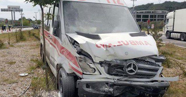 Hasta taşıyan ambulans otomobille çarpıştı, 1 ölü
