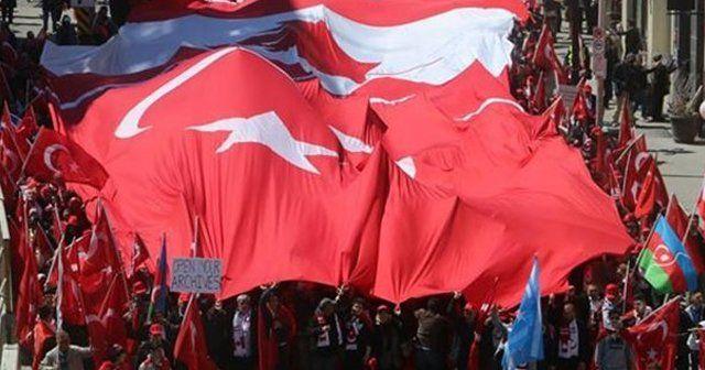 Kanada'daki Türkler 'Ermeni yalanlarına' karşı yürüdü