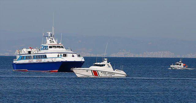 Sığınmacıları taşıyan ilk gemi Dikili'ye geldi