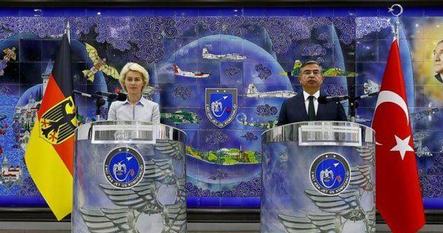 Türk ve Alman savunma bakanları İzmir'de