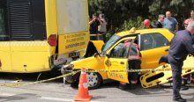 Beykoz'da taksi yolcu otobüsüne çarptı, 1 ölü