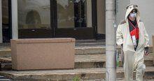Panda kostümlü saldırgan televizyon binasını bastı