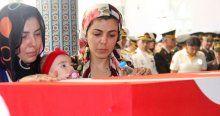 Şehidi son yolculuğuna 4 aylık kızı uğurladı