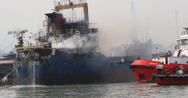 'Şükran Camuz' adlı kuru yük gemisi yandı