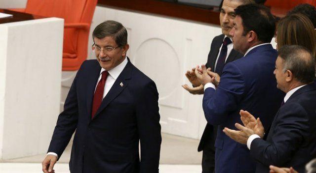 Başbakan Davutoğlu AK Parti sıralarında oturdu