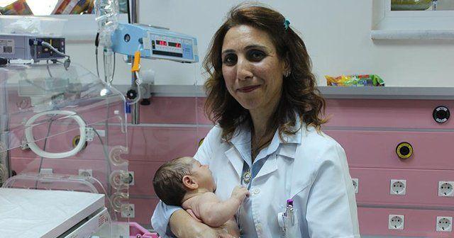 Kazada ailesini kaybeden bebeğe doktor 'annelik' yaptı