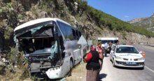 Acı haber! Burdur- Antalya yolunda otobüs kayalıklara çarptı