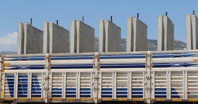 Operasyon bölgelerine beton bariyerler gönderiliyor
