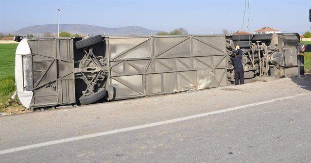 Yozgat'ta yolcu otobüsü devrildi, 3 ölü, 15 yaralı