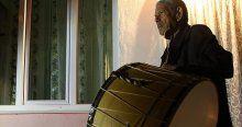 63 yıldır vatandaşı sahura kaldırıyor