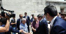 Vatandaştan Davutoğlu'na, 'Sen Başbakansın, Cumhurbaşkanısın'