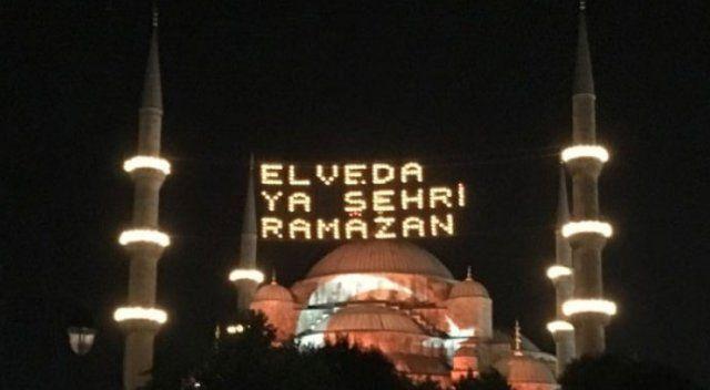 Sultanahmet Camii'ne Türk bayrağı yansıtıldı