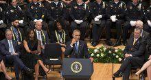 Obama, öldürülen polisler için gözyaşı döktü