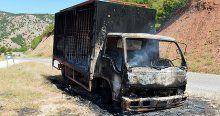 Tunceli'de teröristler araç yaktı