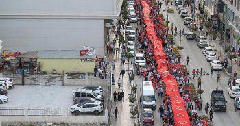 Dev Türk bayrağıyla Van'da saldırılara tepki