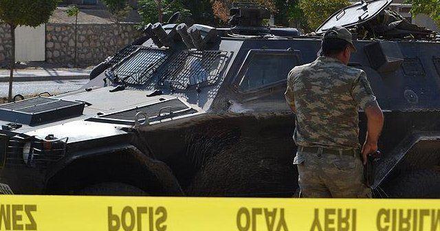 Siirt'te askeri aracın geçişi sırasında patlama