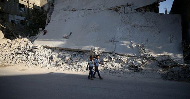 Suriye'de ölen sivillerin sayısı 301 bin oldu