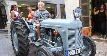 Caz sanatçısı traktörüyle İstanbul'da gezecek
