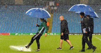 Devler ligi maçına yağmur engeli