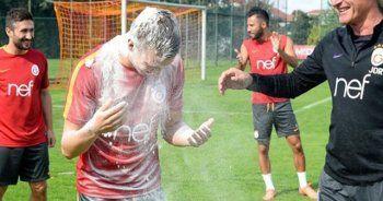 Galatasaray antrenmanında doğum günü sürprizi