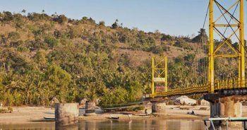 Asma köprü çöktü, 9 ölü
