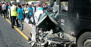 Feci kaza! Araç metrobüs yoluna girdi