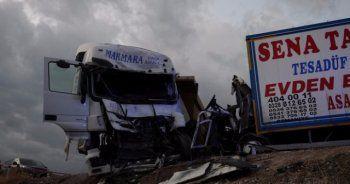 Korkunç kaza, 2 ölü 4 yaralı