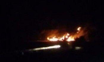 Teröristler 3 TIR'ı ateşe verdi