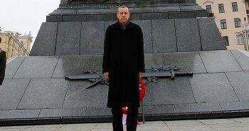 Erdoğan, Belarus'ta Zafer Anıtı'nı ziyaret etti