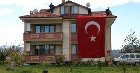 Şehit kaymakam Fatih Safitürk'ün evine ateş düştü