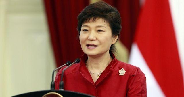 Güney Kore Devlet Başkanı Park Geun-hye görevden azledildi