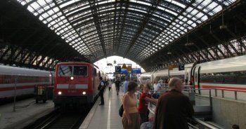 Almanya Köln'de bomba alarmı, tren istasyonu boşaltıldı