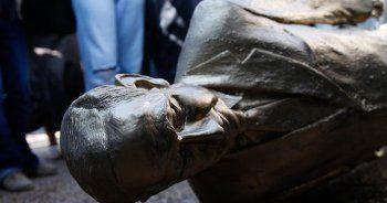 İsrail'in göbeğinde vatandaşlar Netanyahu'nun heykelini yıktı