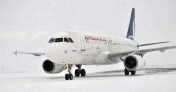 Van'da uçak seferlerine kar engeli