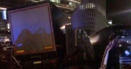 Berlin'de pazar yerine kamyonla daldılar, 12 ölü ve yaralılar var