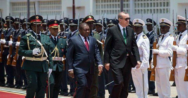 Cumhurbaşkanı Erdoğan Mozambik'te resmi törenle karşılandı