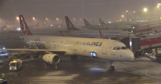 İstanbul'da uçuşlara kar engeli   Son Dakika İptal olan uçuşlar