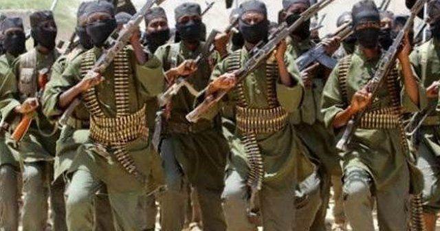 Somali'de askeri kampa bombalı saldırı!