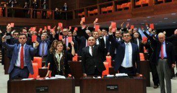CHP'nin kırmızı kart eylemine MHP'den tarihi kapak