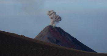 Guatemala'nın en aktif yanardağı bu yıl ilk kez patladı