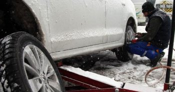 Kar yağışı bastırdı, lastikçilerde yoğunluk başladı