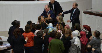 Meclis'te kadın vekiller birbirine girdi