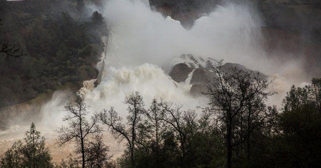 ABD'de baraj delindi binlerce kişi tahliye ediliyor