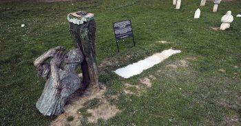 Srebrenitsalı savaş mağdurları heykeline saldırı