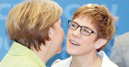Almanya'nın ilk galibi 'Mini Merkel'